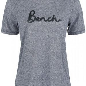 Bench Sequence Embroidery Tee Naisten T-paita