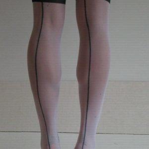 Corine valkomustat sukat