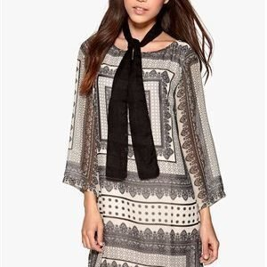 Dry Lake Goldie Short Print Dress Oldish Grey