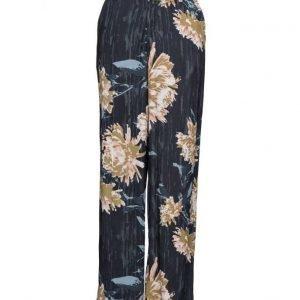 Gestuz Via Pants So17 leveälahkeiset housut