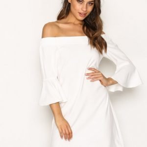 Glamorous Off Shoulder Flute Sleeve Dress Loose Fit Mekko White