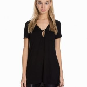 Glamorous Short Sleeve Shift Top