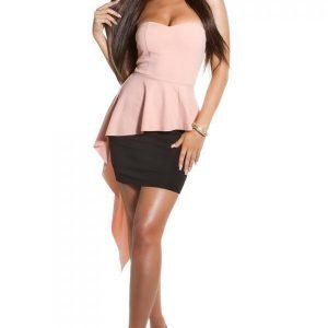 Koucla vaaleanpunamusta peplum-mekko liehuksella