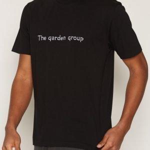 L'Homme Rouge Garden Group T-Shirt T-paita Black