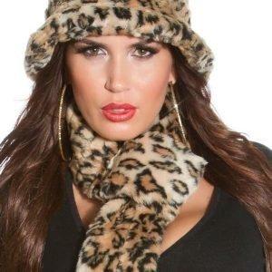 Leopardikuvioinen hattu ja kaulaliina