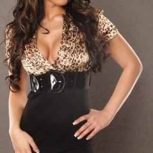 Leopardi/musta minimekko vyöllä