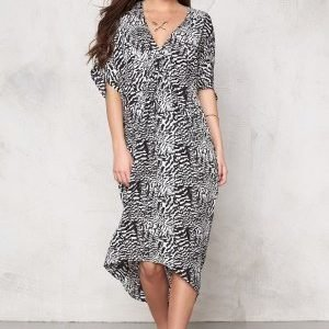 Make Way Alba Dress White / Black / Patterned