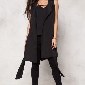 Make Way Maple Trench Vest Black