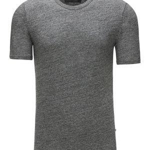 Minimum Delta T-paita