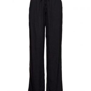 Minimum Monica leveälahkeiset housut