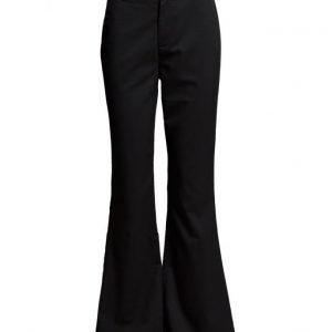Minimum Prilla leveälahkeiset housut
