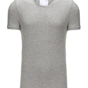 Minimum Trevor T-paita