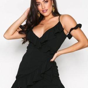 Missguided Cold Shoulder Ruffle Tea Dress Kotelomekko Black