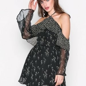 Missguided Cold Shoulder Skater Dres Maksimekko Black