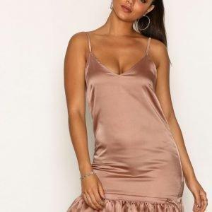 Missguided Satin Scrunch Bottom Cami Dress Loose Fit Mekko Champagne