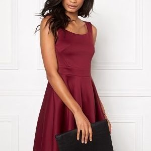 Model Behaviour Ingrid Dress Wine-red
