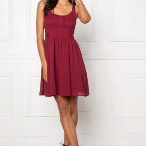 Model Behaviour Kajsa Dress Wine-red