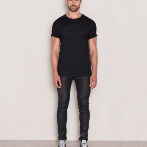 Mouli Archer Tee Black
