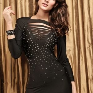 Musta strassikoristeinen paita halkioilla (plus size)