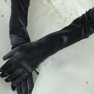 Mustat satiinihansikkaat helmillä