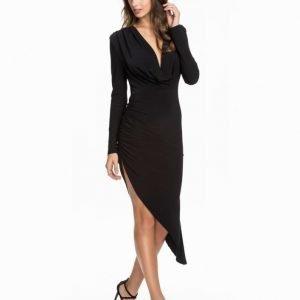 NLY One Cowl Neck Assymetric Dress Vinröd