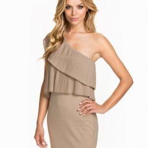 NLY One Pleated Shoulder Dress Svart