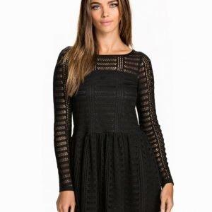 NLY Trend Lace Drop Waist Dress Svart