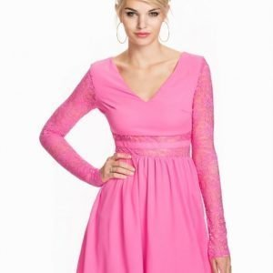 NLY Trend Lace Midriff Dress Rosa