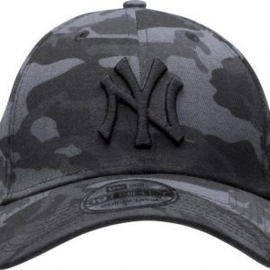 New Era 3930 Dark Cammo Lippis