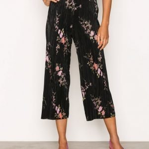 New Look Plisse Crop Trousers Housut Black