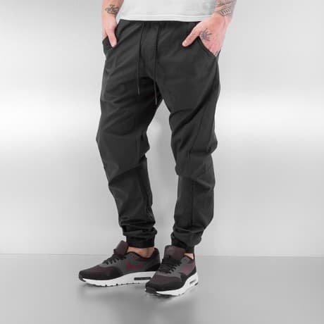 Nike Chinot Musta