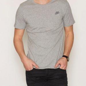 Nike Sportswear Tee Club Embroided T-Shirt T-paita Dark Grey