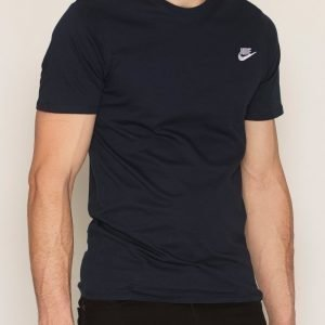 Nike Sportswear Tee Club Embroided T-Shirt T-paita Dark Obsidian