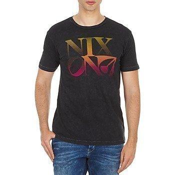 Nixon SHERMAN REGULAR lyhythihainen t-paita