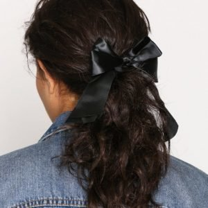 Nly Accessories Satin Bow Hair Tie Hiuslenkki Musta