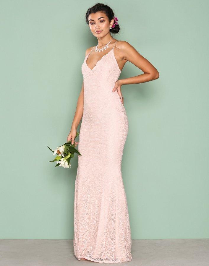 Nly Eve Strap Lace Gown Maksimekko Vaaleanpunainen - Vaatekauppa24.fi 3a5fbff73d