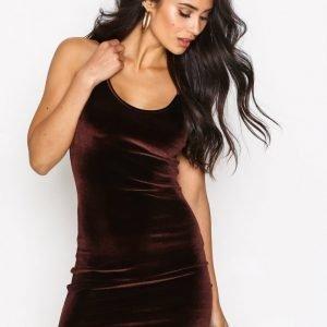 Nly One Cami Velvet Mini Dress Kotelomekko Ruskea