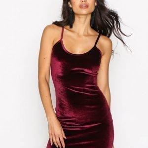 Nly One Cami Velvet Mini Dress Kotelomekko Viininpunainen