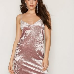Nly One Crushed Velvet Cami Dress Loose Fit Mekko Taupe