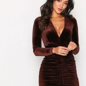Nly One Drawstring Velvet Dress Kotelomekko Ruskea