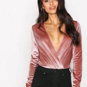 Nly One Glitter Velvet Wrap Body Vaaleanpunainen