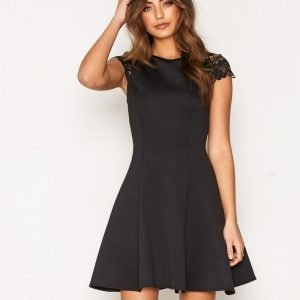 Nly One Lace Cap Sleeve Dress Skater Mekko Musta