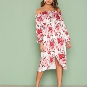 Nly One Off Shoulder Print Dress Loose Fit Mekko Punakuviollinen