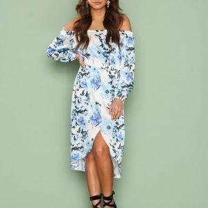 Nly One Off Shoulder Print Dress Loose Fit Mekko Sinikuviollinen