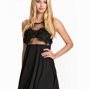 Nly One Petal Rose Dress Skater Mekko Musta