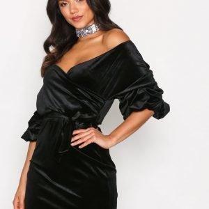 Nly One Puff Sleeve Velvet Dress Loose Fit Mekko Musta
