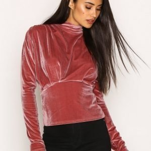 Nly Trend Covered Velvet Top Poolopusero Vaaleanpunainen