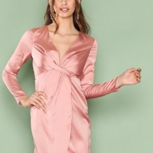 Nly Trend Deep V Silky Dress Loose Fit Mekko Vaaleanpunainen