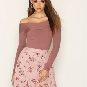Nly Trend Draped Shoulder Top Pitkähihainen Paita Dark Rose