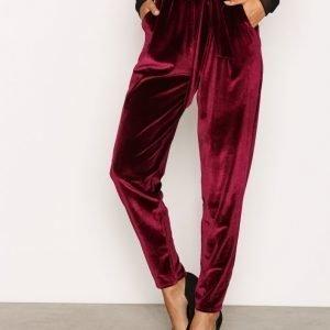 Nly Trend Dressed Velvet Pants Housut Burgundy
